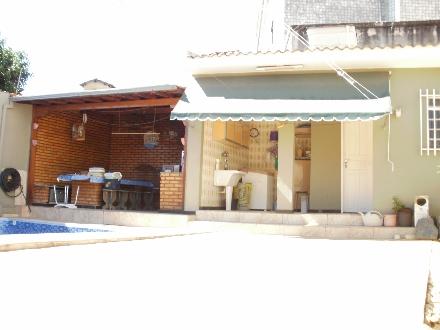 Excelente Casa com 3 Sala e 3 Quartos - Oportunidade!