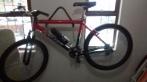 Linda bicicleta em alumínio