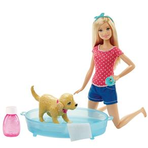 Boneca Barbie - Família da Barbie - Banho do Cachorrinho da Barbie - Mattel 8057392