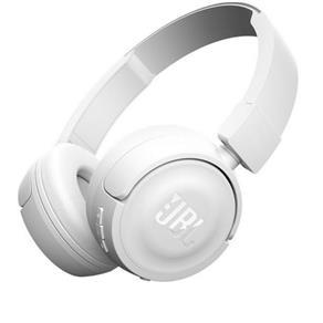 Fone de ouvido JBL T450 on - ear com design leve, robusto e dobrável, que reproduz o poderoso som JBL PureBass.