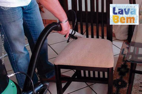 Lavagem de Cadeira de Sala de Jantar na Lavanderia Lava Bem, por apenas 29,99.