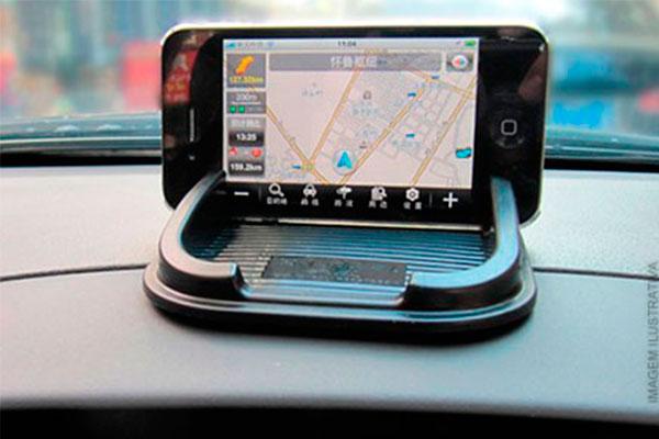 Tapete Gel Antiderrapante - Ideal para fixar objetos no console do carro + Função GPS por apenas 19,90. Frete Grátis!