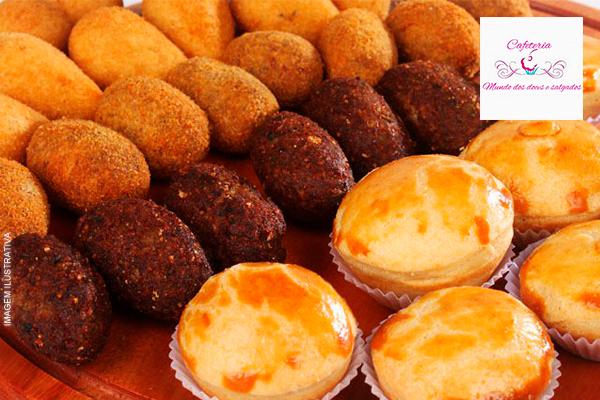 Kit Festa para 20 Pessoas na Cafeteria Mundo dos Doces e Salgados, por apenas 220,00.